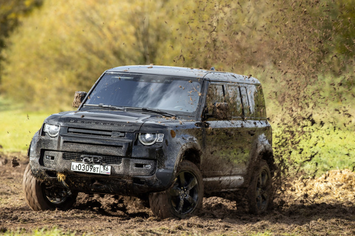 Driving the 400bhp Land Rover Defender from the new James Bond film