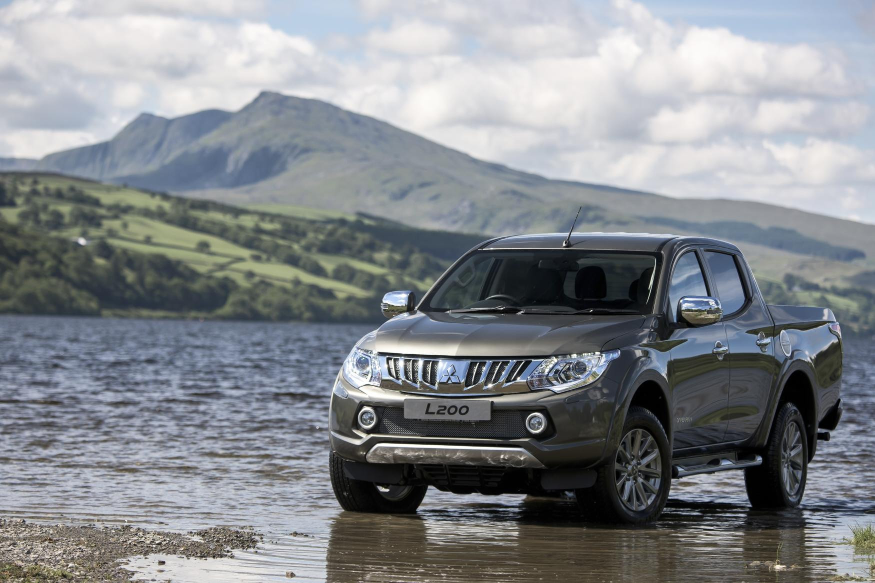 Mitsubishi L200 parked in the shores of a lake