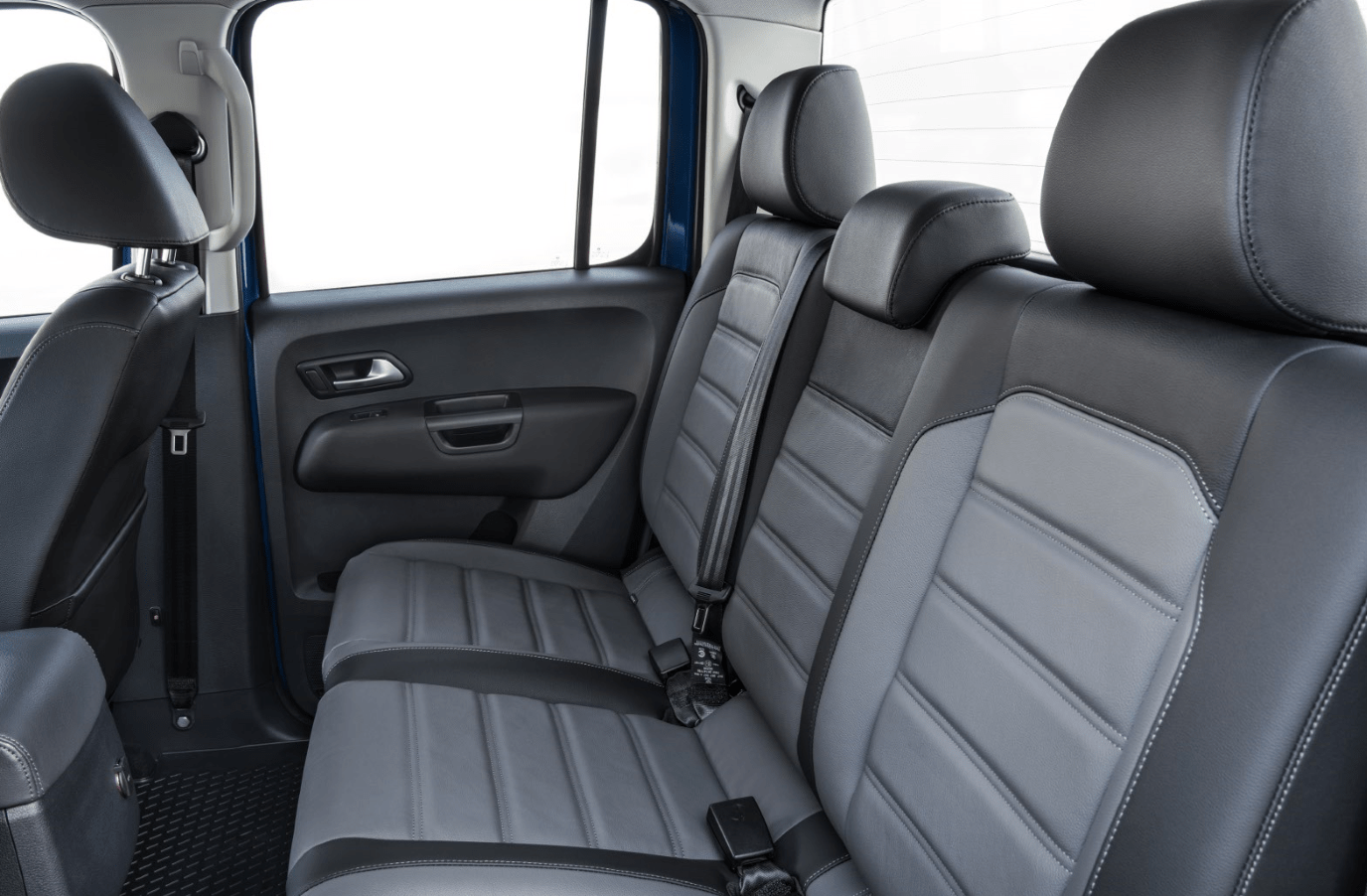 Rear grey leather seats in Volkswagen Amarok