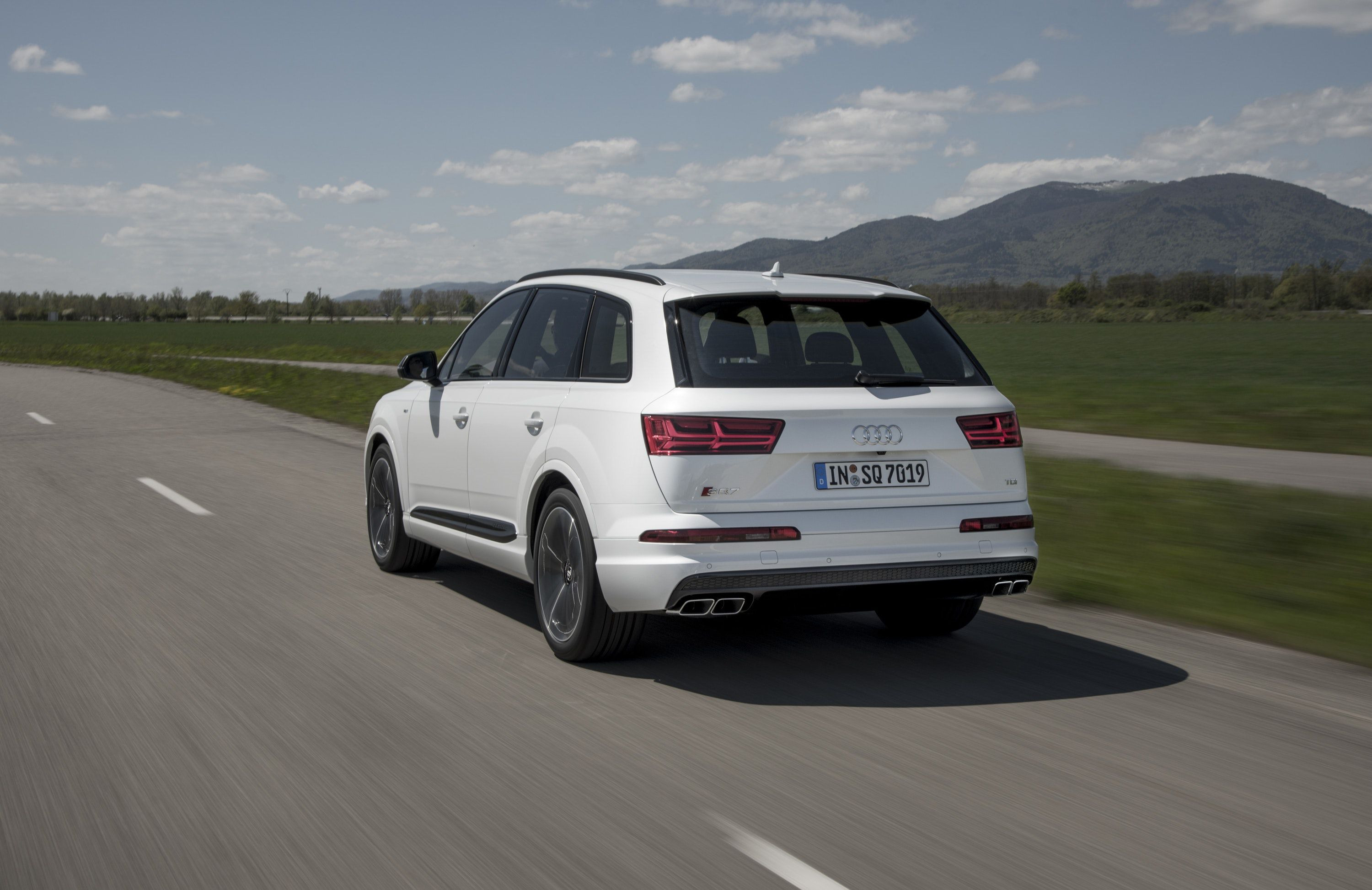 Rear view of Audi SQ7