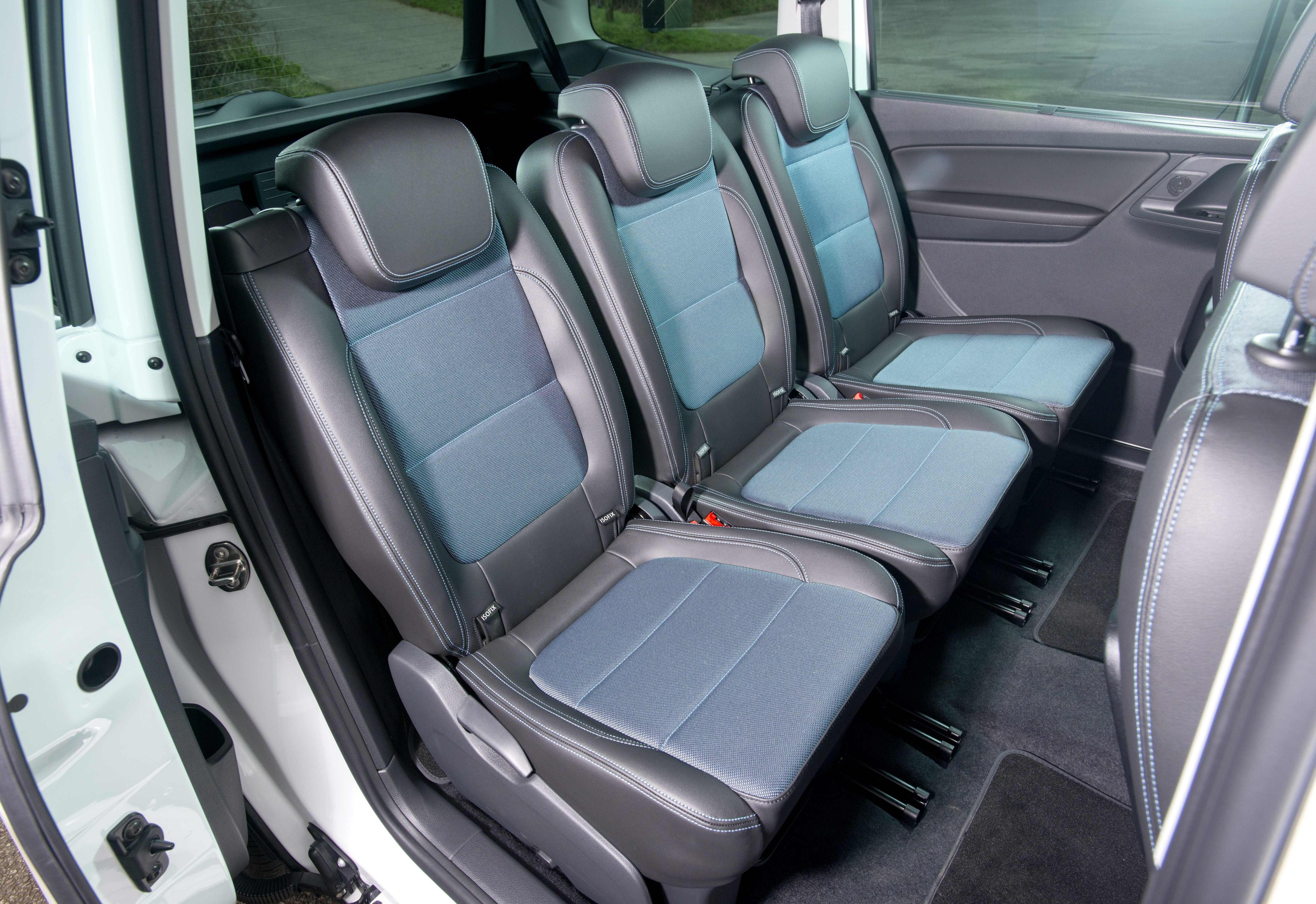 Second row of grey leather and blue fabric seats in SEAT Alhambra