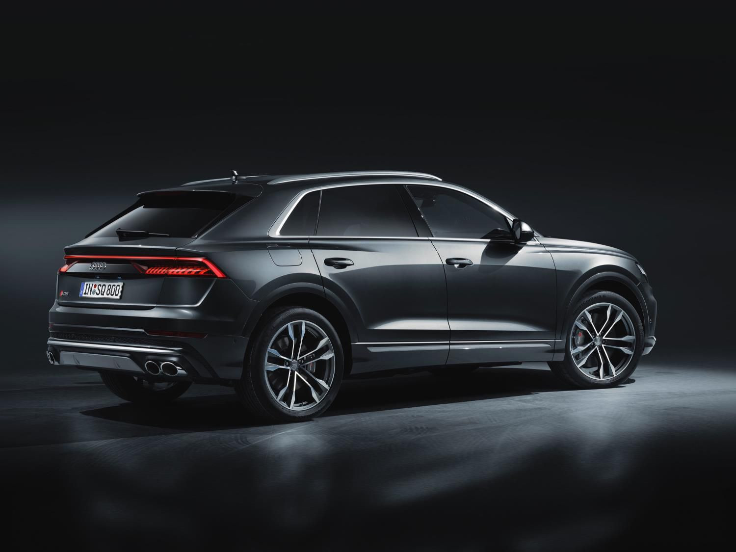 side view of the Audi SQ8