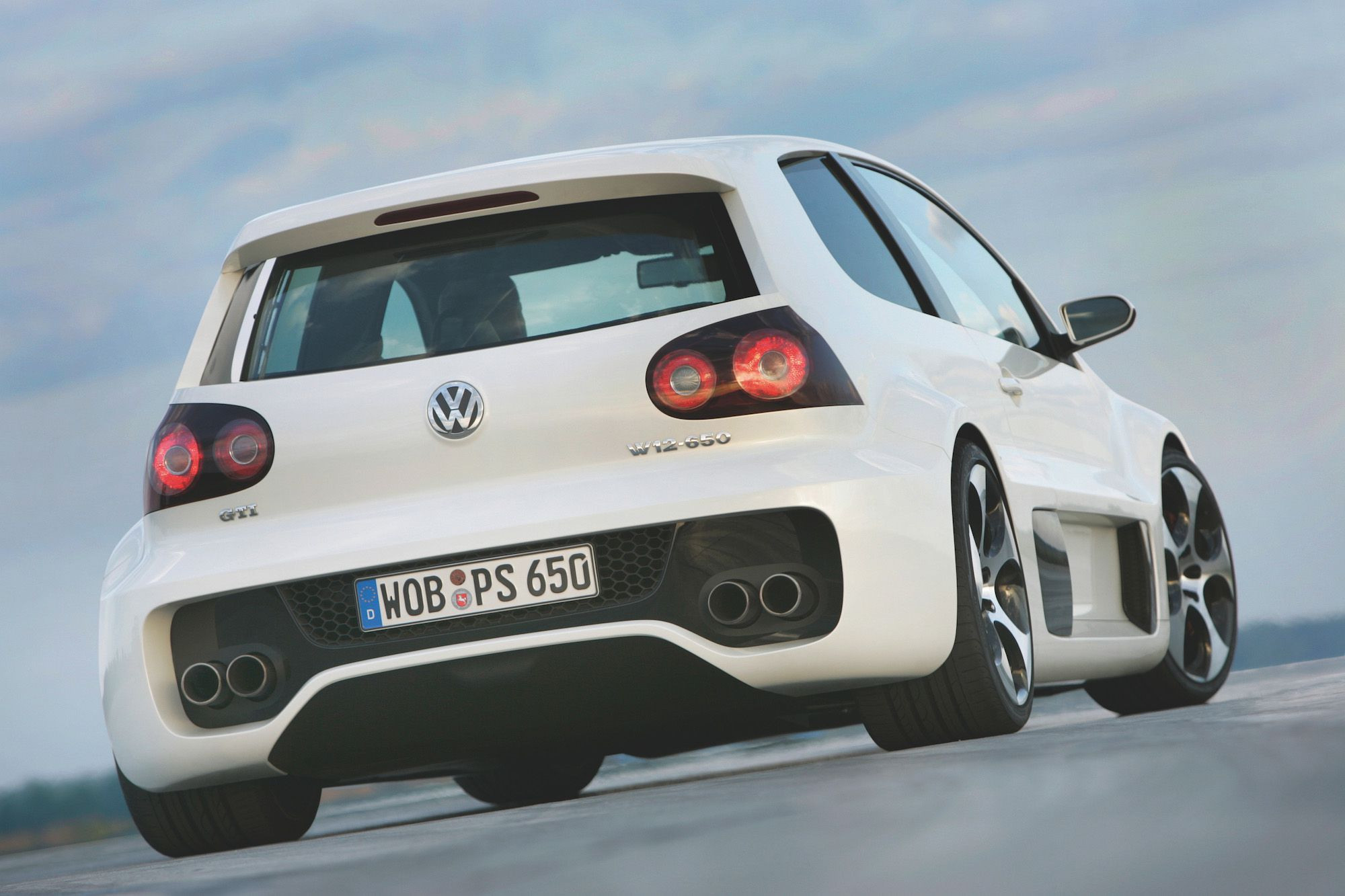 Volkswagen Golf GTI Concept in white