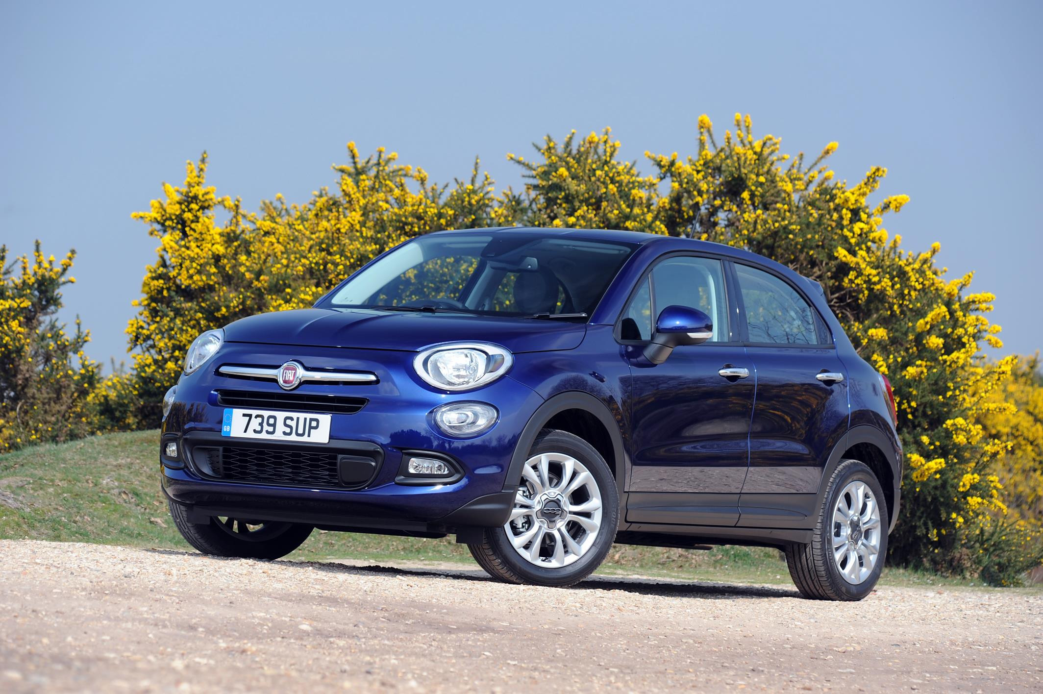 Blue metallic FIAT 500X parked two thirds side on