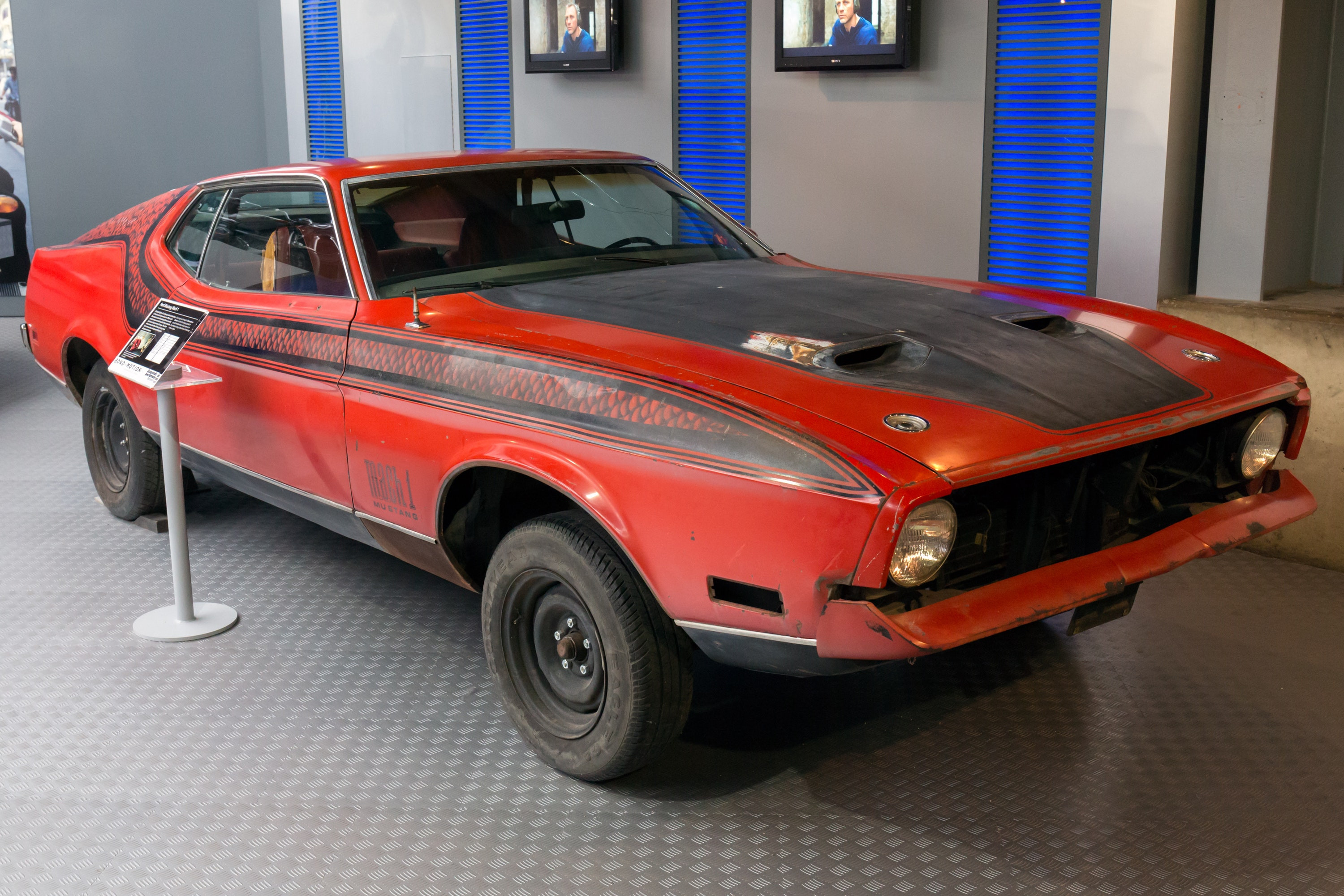 Ford Mustang Mach 1 in Red